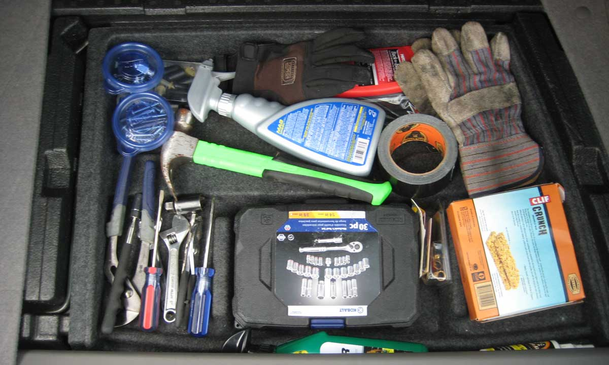 10 Must-Have Items To  Keep In Your  Vehicle