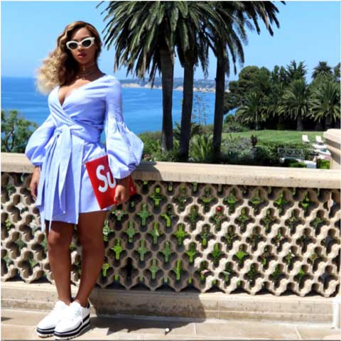 Beyonce-Flaunts.jpg